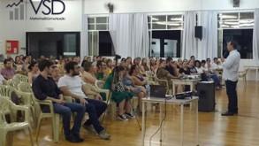 """Palestra motivacional """"A doce história de Clara"""" encanta e emociona mais de 150 participantes"""